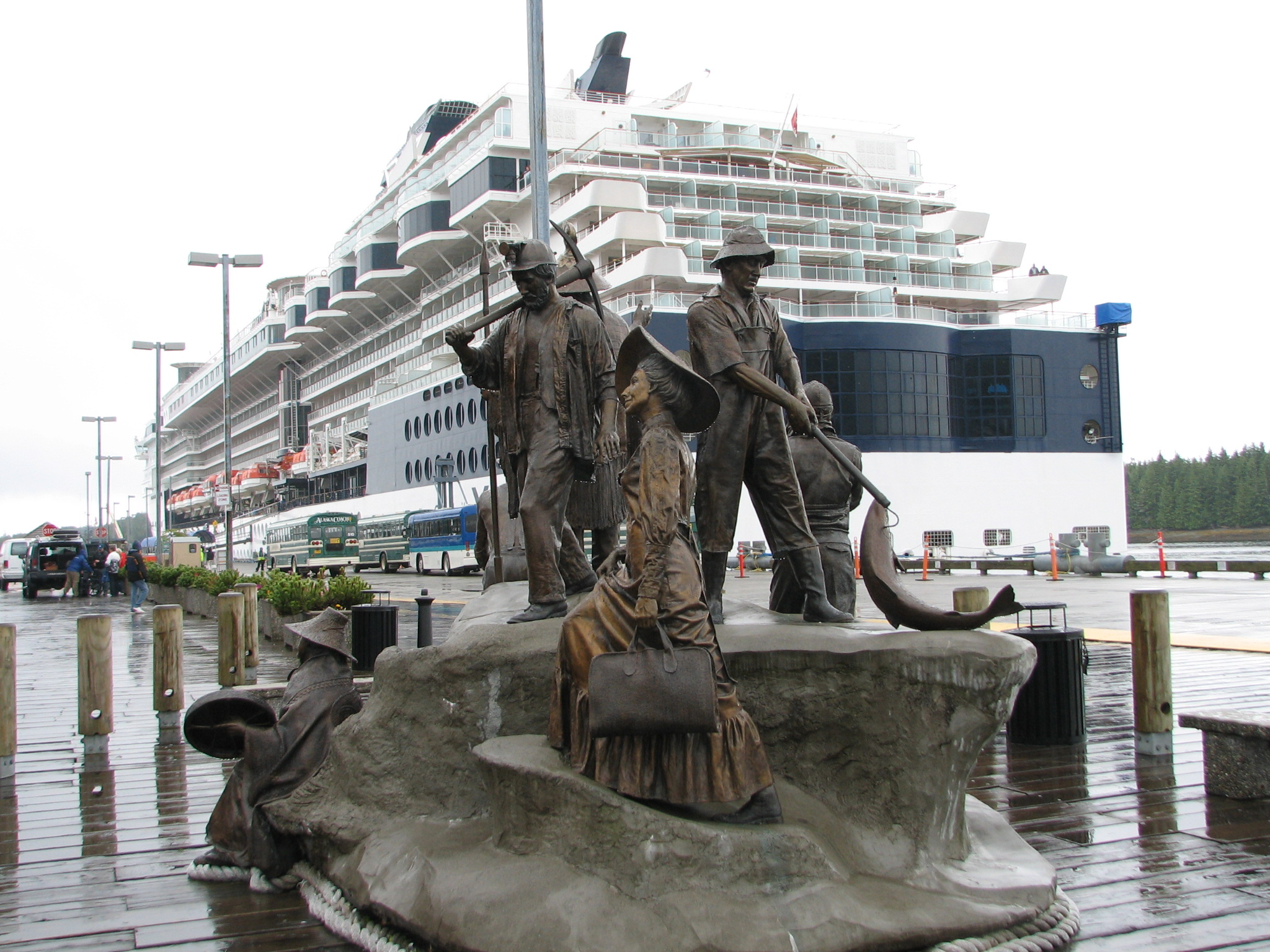 Alaska - Cruise and Statue